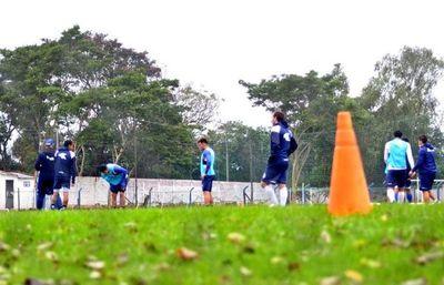 """Islas: """"El fútbol paraguayo me atrapa mucho"""""""