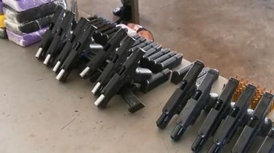 Detienen a PARAGUAYO con armas y municiones en el Puente