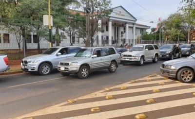 Caravana en repudio a la suspensión de actividades judiciales