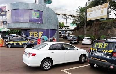 TRAFICANTES de AUTOS robados usan a MENORES para traer vehículos al Paraguay