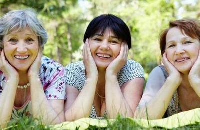 Las mujeres tienen más probabilidades de sufrir alzhéimer por la menopausia