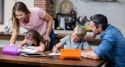 Tres consejos para padres que se convirtieron en maestros durante la pandemia