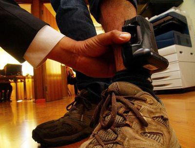 Mandatario promulga ley que incorpora dispositivos electrónicos para seguimiento de agresores