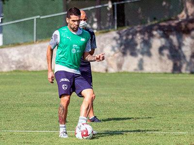 Celso Ortiz asegura que seguirá en Monterrey