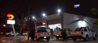Cuatro hombres armados asaltaron minimercado