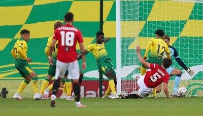 Manchester United sufrió para acceder a semifinales de la FA Cup