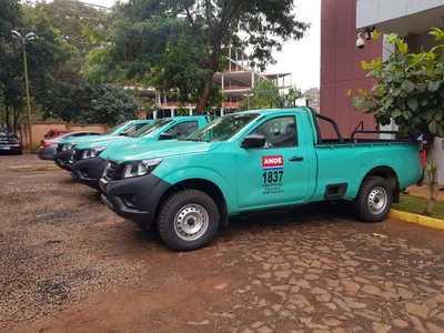 Oficina regional de la ANDE recibe nuevos vehículos