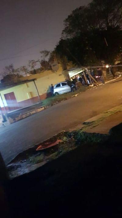 Conductor embistió contra una columna en Pedro Juan Caballero