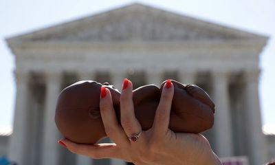 Corte Suprema de EE.UU. bloquea ley para restringir derecho al aborto
