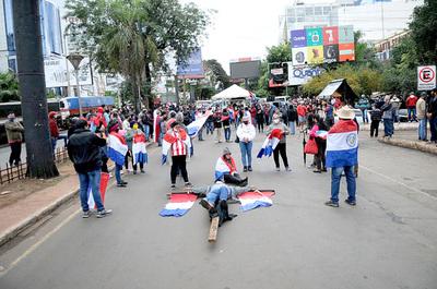 Ciudadanía autoconvocada se moviliza cansada de la corrupción en el Gobierno