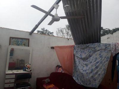 Temporal destechó vivienda en Areguá y causó destrozos en otras zonas