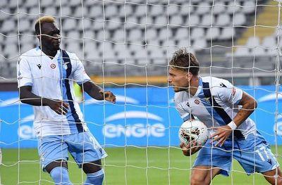 Lazio presiona a Juventus
