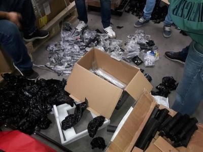 Incautan armas y accesorios en el aeropuerto Silvio Pettirossi