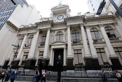 Actividad económica de Argentina anotó en abril su peor registro desde 1993