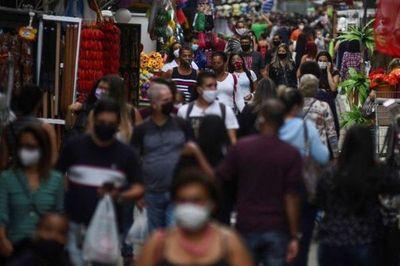 Bolsonaro promulga decreto que extiende ayuda de emergencia para brasileños