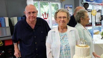 Tomados de la mano, murieron de coronavirus tras estar casados más de 53 años