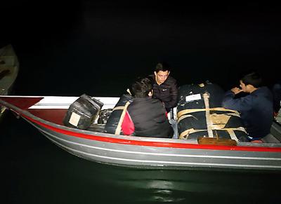 Detienen a cuatro jovenes que cruzaron el río Paraná