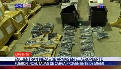 Hallan piezas de armas en carga proveniente de Miami