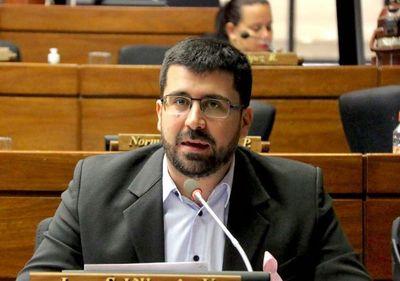 """Abdo """"respetó cuarentena, se encerró y no tiene idea qué pasa en el país"""", dispara diputado"""