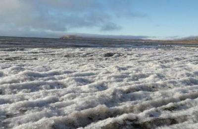 Las increíbles imágenes de un lago argentino congelado