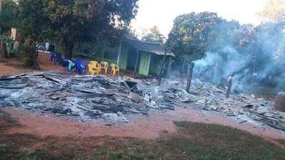 Incendio consume una casa en Juan Manuel Frutos