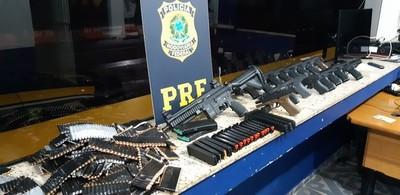 Decomisan ARSENAL que iba para grupos CRIMINALES de RIO desde el PARAGUAY