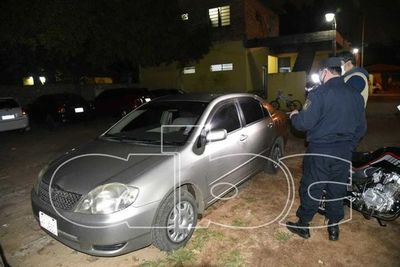 Abandonan en San Lorenzo un vehículo robado en Asunción