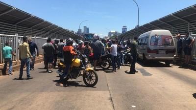 Bloquearon el Puente de la Amistad en PROTESTA contra funcionarios MUNICIPALES COIMEROS
