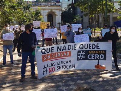 Alumnos de la UNA exigen arancel cero en el Congreso