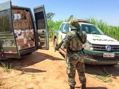 """Abandonan furgón repleto de cigarrillo """"Made in Paraguay"""""""