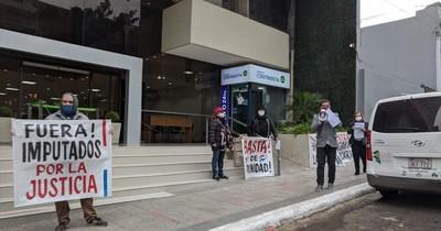Jubilados piden intervención de la Caja Bancaria por graves hechos de corrupción