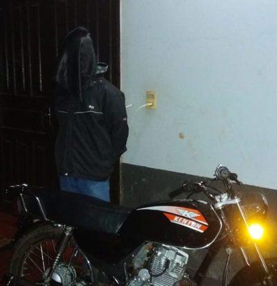 Detienen a hombre y recuperan moto robada
