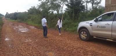 Vecinos claman a la Itaipú Binacional construcción de asfalto en km 12 Acaray
