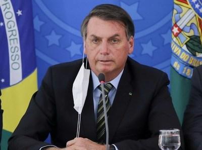 Pese a cifras records, Bolsonaro vetó el uso obligatorio de tapaboca en comercios, templos y escuelas