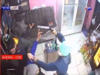 Abuela se enfrentó a asaltantes para proteger a su hijo