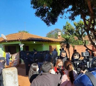 Consulado en Málaga asiste a esposa de policía que mató a toda una familia en Capiatá