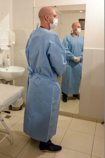 Alistan pliego para compras de batas hospitalarias de confección nacional
