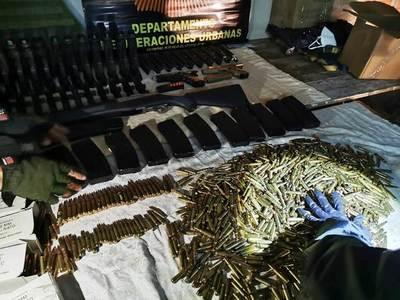 Dos militares, un ex policía y un civil caen con arsenal en Luque • Luque Noticias