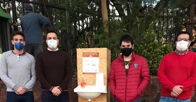 Jóvenes de Honor Colorado implementan la colocación de lavamanos portátiles solidarios