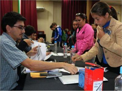 Confirman entrega de becas para 1.300 jóvenes de Itapúa