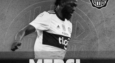 Olimpia comunicó la rescisión de contrato con Emmanuel Adebayor.