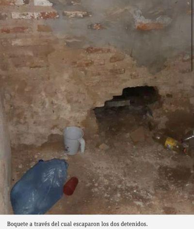 Dos detenidos escaparon de la comisaría de Concepción a través de un boquete