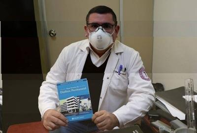 """HOY / Nefrólogos de Clínicas presentan """"Guía Técnica de Diálisis Peritoneal"""""""