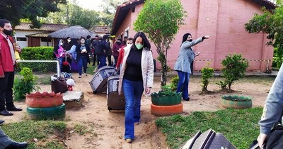 Compatriotas se reúnen con sus familias tras doble negativo de la prueba del COVID-19