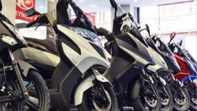 Devuelven sus motos por quedar sin trabajo