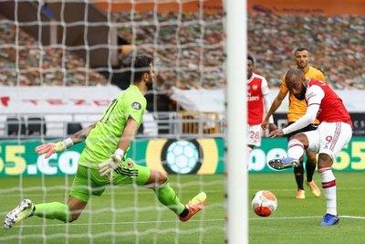 Tercera victoria seguida del Arsenal que todavía sueña con los puestos de Champions