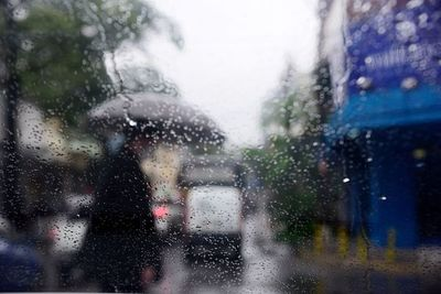 Anuncian un domingo cálido y lluvias dispersas