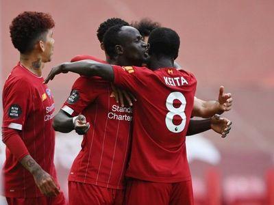 El Liverpool pasa la resaca y hunde al Aston Villa