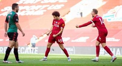 Liverpool logra primer triunfo como campeón y piensa en batir récords