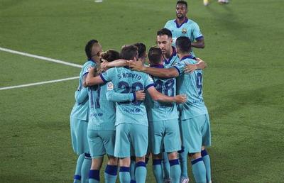 Barcelona cumple y queda nuevamente a cuatro del Real Madrid